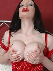 Gothic babe Morrigan plays with her melons and dildo fucking